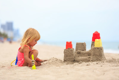 C mo elegir los mejores juegos de playa for Piscina hinchable ninos carrefour