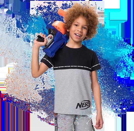 Camiseta de manga corta para niño con estampado de letras y cuello redondo