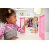 Barbie Fashionista - Armario portable con muñeca incluida, ropa, complementos y accesorios de muñecas