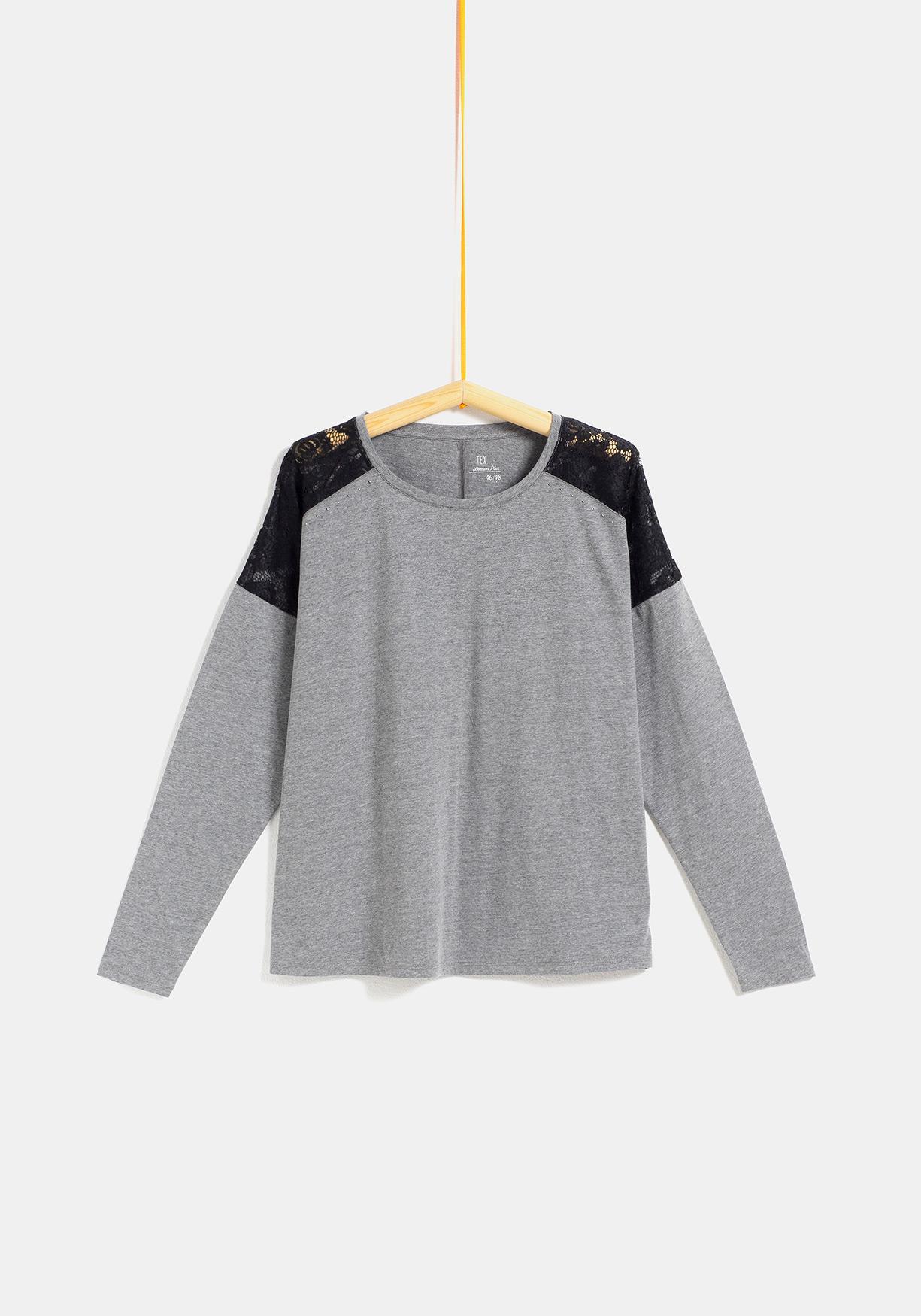 0c8e02bbbc4 Comprar Camiseta con encaje y tachas tallas grandes TEX ...