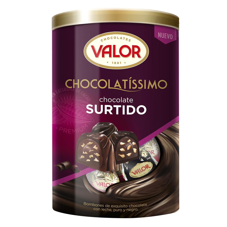 Surtido bombones de chocolate con leche, puro y negro