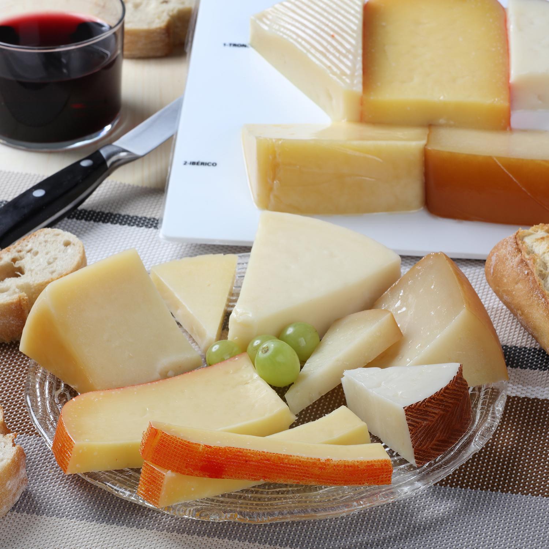 Tabla de quesos surtidos nacionales D.O.: tronchón, ibérico, Villuercas, Oveja, y Mahón, El Consorcio de Quesos 500 g -