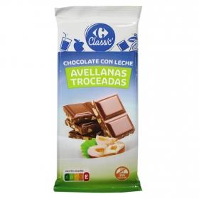 Chocolate con leche y avellanas troceadas Carrefour 150 g.