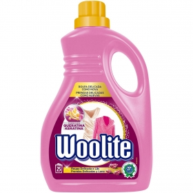Detergente líquido con keratina Woolite 25 lavados.