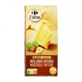 Chocolate blanco con avellanas enteras Carrefour 200 g.