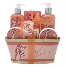 Cesta de baño Sweet orange: gel ducha 290ml, gel espumoso 290ml, exfoliante 50ml, loción 50ml, sales de baño 100gr y vela