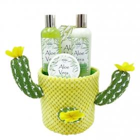 Cesta Cactus Aloe Vera: gel 200ml, loción 200ml, exfoliante 50ml y sales de baño 100ml