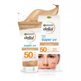 Crema solar facial con color FP 50 BB Sun Delial 50 ml.