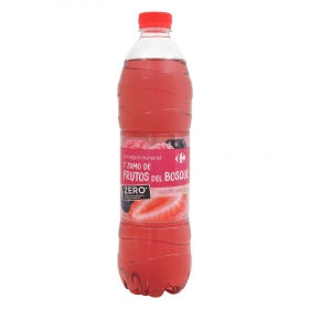 Agua mineral Carrefour con zumo de frutas del bosque zero sin azúcares añadidos 1,5 l.