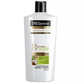 Acondicionador ondas y rizos hidratación & control con agua de cactus & aceite de coco cabello hidratado, definido y manejable Tresemmé 685 ml.