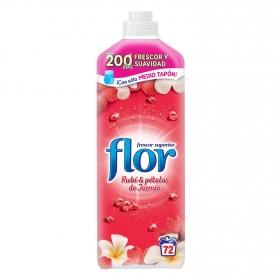 Suavizante concentrado rubí y pétalos de jazmín Flor 64 lavados.