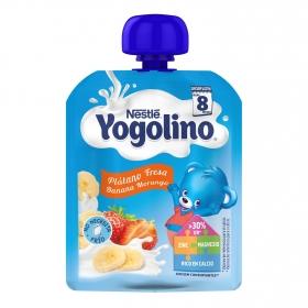 Postre lácteo de plátano y fresa desde 8 meses Nestlé Yogolino sin gluten bolsita de 90 g.