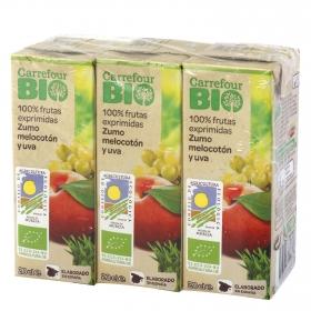 Zumo de melocotón y uva ecológico Carrefour Bio exprimido pack de 3 briks de 20 cl.