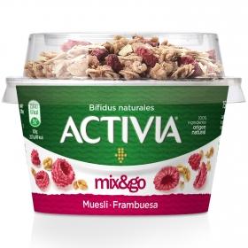 Yogur bífidus con muesli y frambuesa Danone Activia Mix&go 170 g.