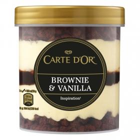 Helado de vainilla con salsa sabor cacao y avellana y trocitos de brownie Carte D'or 250 g.