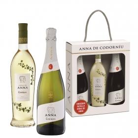 LOTE 107: 2 botellas D.O. Cava Anna de Codorníu brut 75 cl. + 1 botella D.O. Cataluña Viñas de Anna chardonnay 75 cl.
