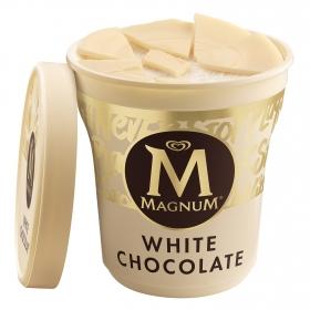 Tarrina de helado vainilla y chocolate blanco