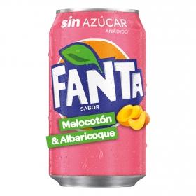 Refresco de melocotón y albaricoque Fanta con gas lata 33 cl.