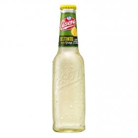 Distinto con vino verdejo y zumo de limón La Casera 27,5 cl.