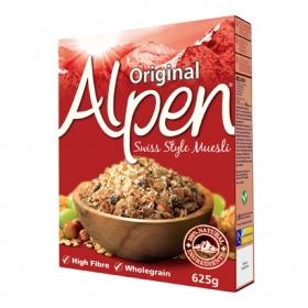 Cereales de muesli de trigo y avena con pasas, avellanas y almendras