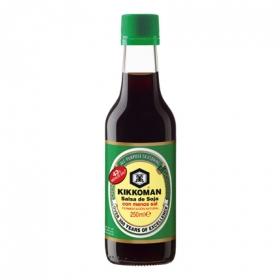 Salsa soja 43% baja en sal Kikkoman 250 ml.