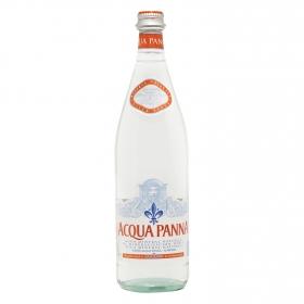 Agua mineral Acqua Panna natural en botella de vidrio 75 cl.