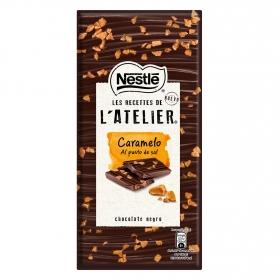Chocolate negro con caramelo al punto de sal Nestlé 115 g.