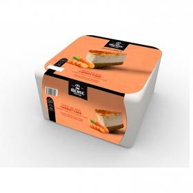 Tarta de helado cremoso de queso con trozos de carrot cake