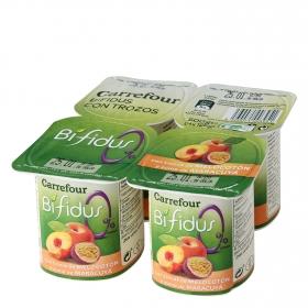 Yogur bífidus desnatado con trozos de melocotón y zumo de maracuyá Carrefour pack de 4 unidades de 125 g.
