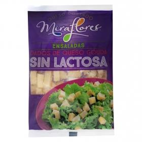 Dados de queso gouda para ensaladas sin lactosa