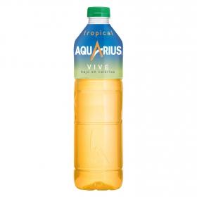 Bebida Isotónica Aquarius Vive bajo en calorías sabor tropical botella 1,5 l.