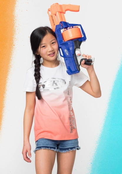 Camiseta estampada degradado Nerf de HASBRO