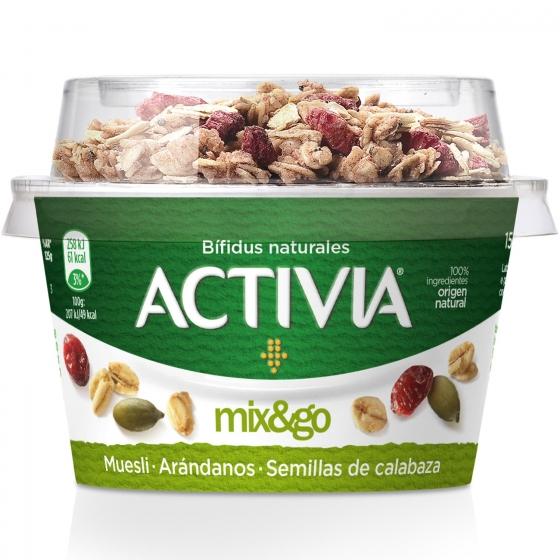 Yogur bífidus con muesli, arándanos y semillas de calabaza Danone Activia Mix&go 170 g.