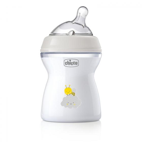Biberón con tetina inclinada de silicona desde 2 meses Natural Feeling Chicco 250 ml.