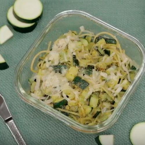 espaguettis integrales con pesto de calabacín