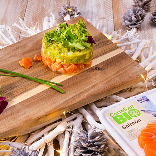 carpaccio de salmón sobre cama de quinoa y aguacate