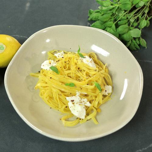 fetuccine con limón, pimienta y ricotta