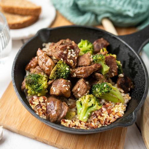 Solomillo de cerdo con quinoa y brocoli