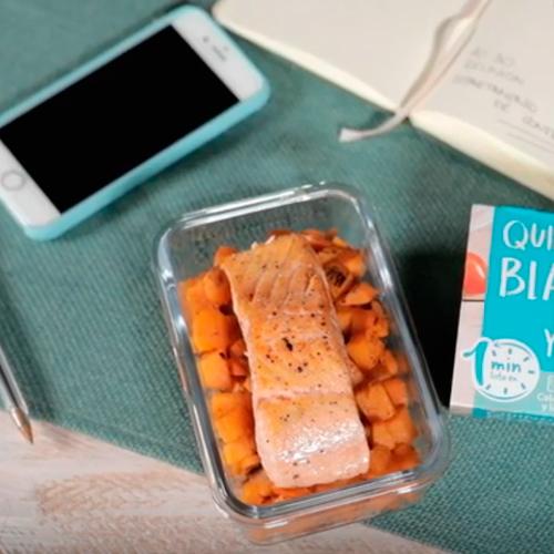 salmón dorado con quinoa, vainilla y calabaza